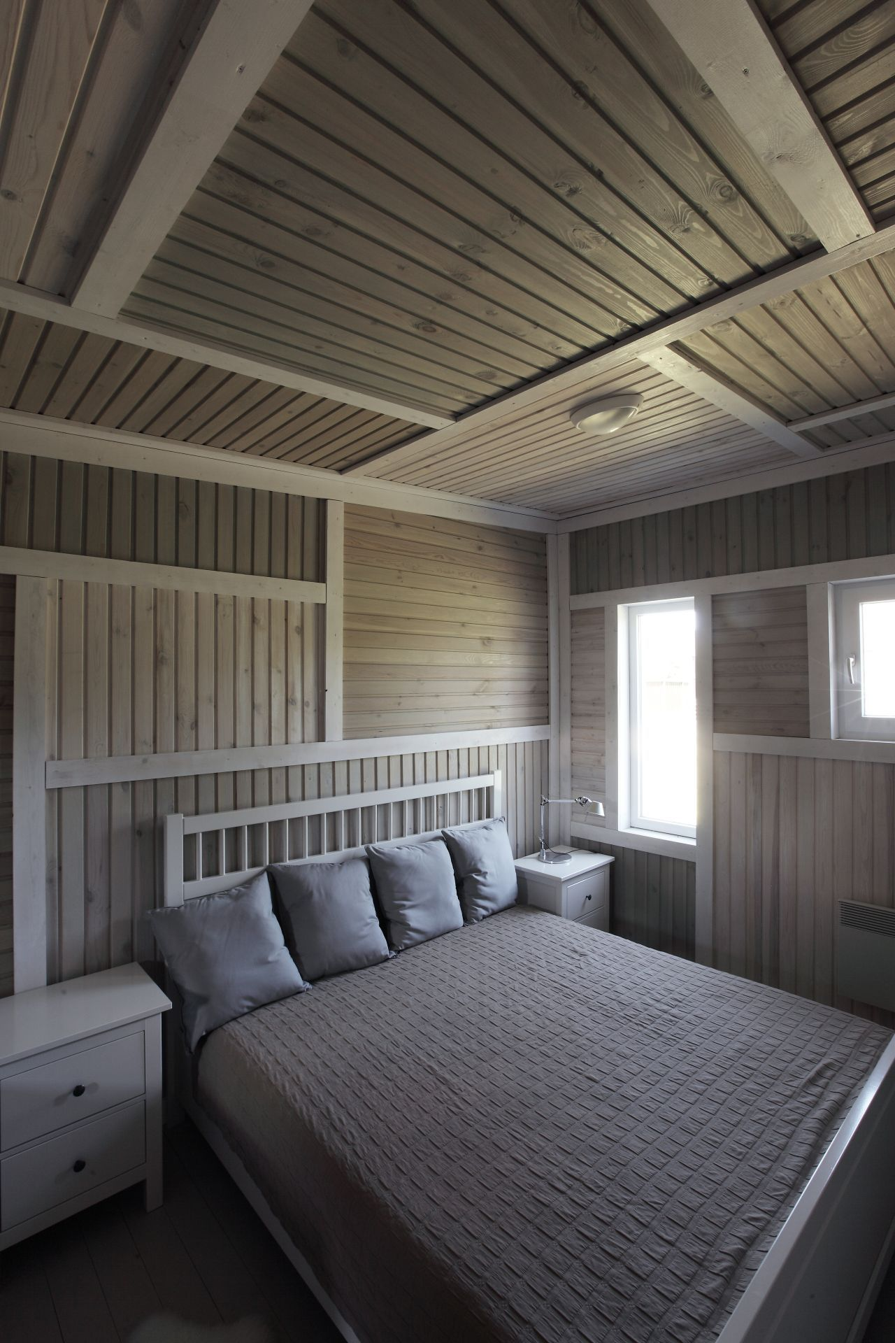51ef0d45e8e44e6da300007b_deco-pattern-house-peter-kostelov_kostelov_deco_pattern_bedroom_01
