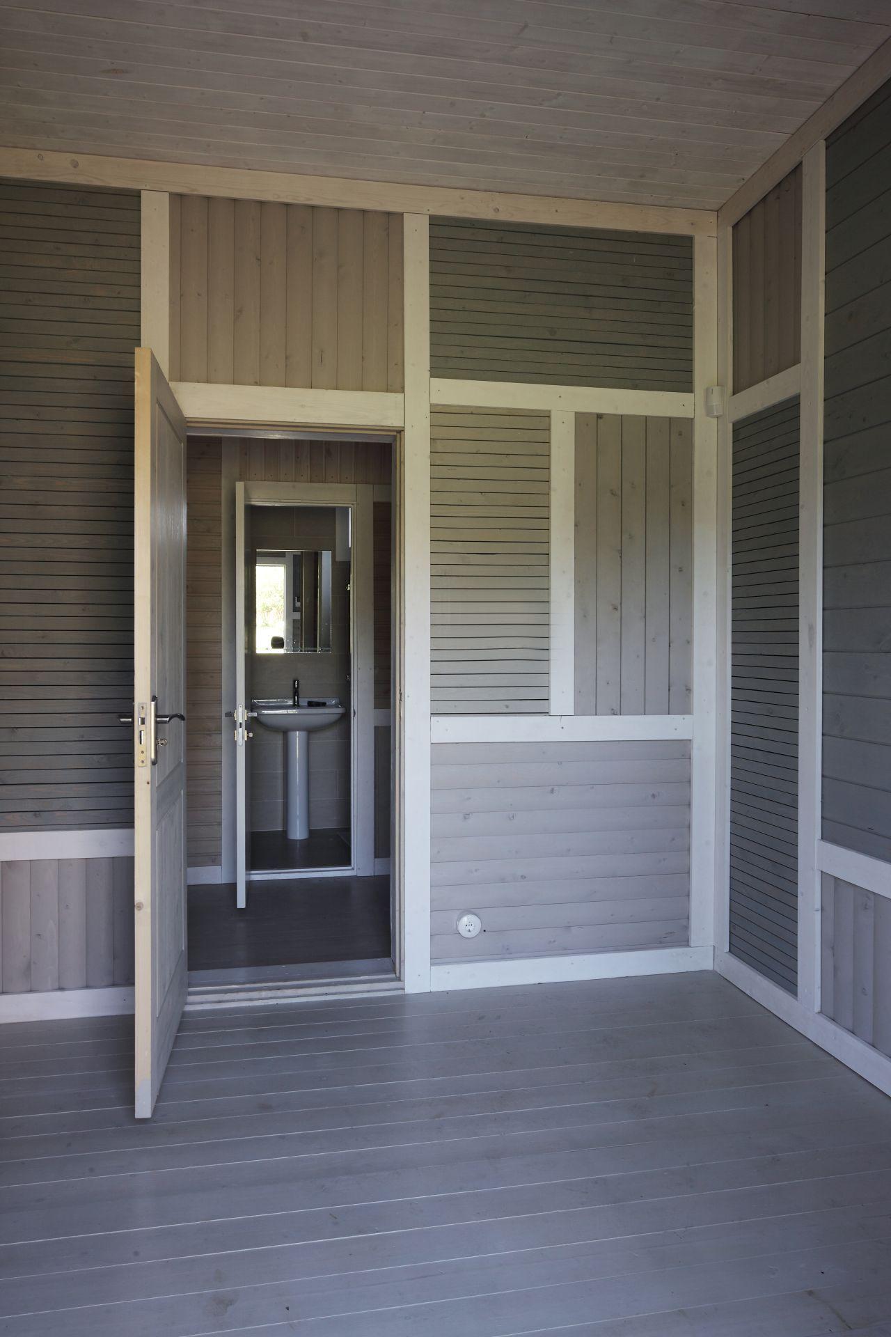 51ef0e13e8e44e94e50000ae_deco-pattern-house-peter-kostelov_kostelov_deco_pattern_veranda_01a