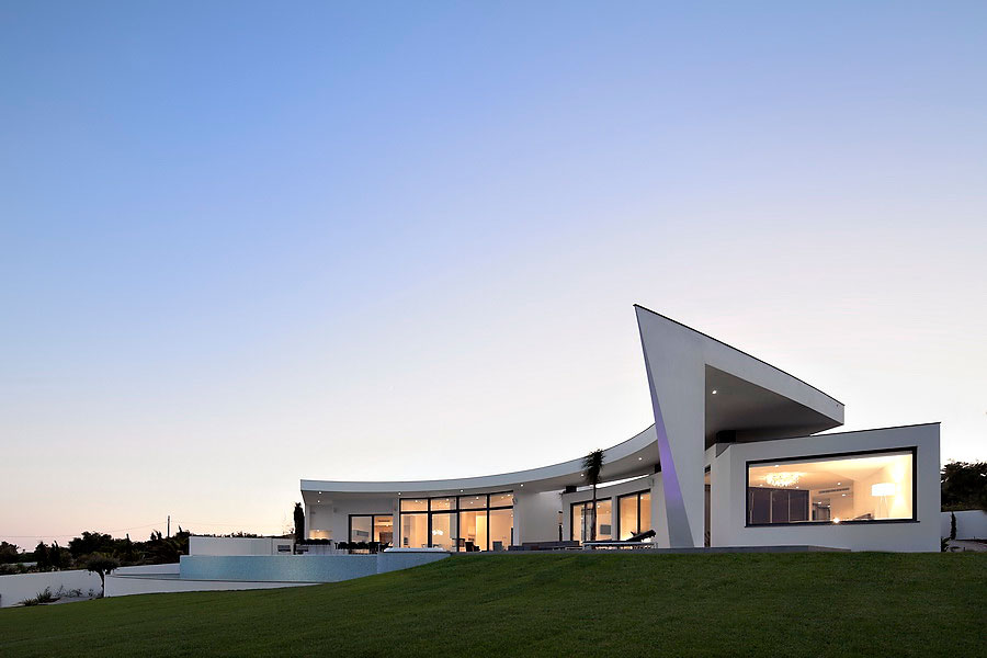 Colunata-House-a-Gorgeous-Contemporary-Residence-in-Spain-22