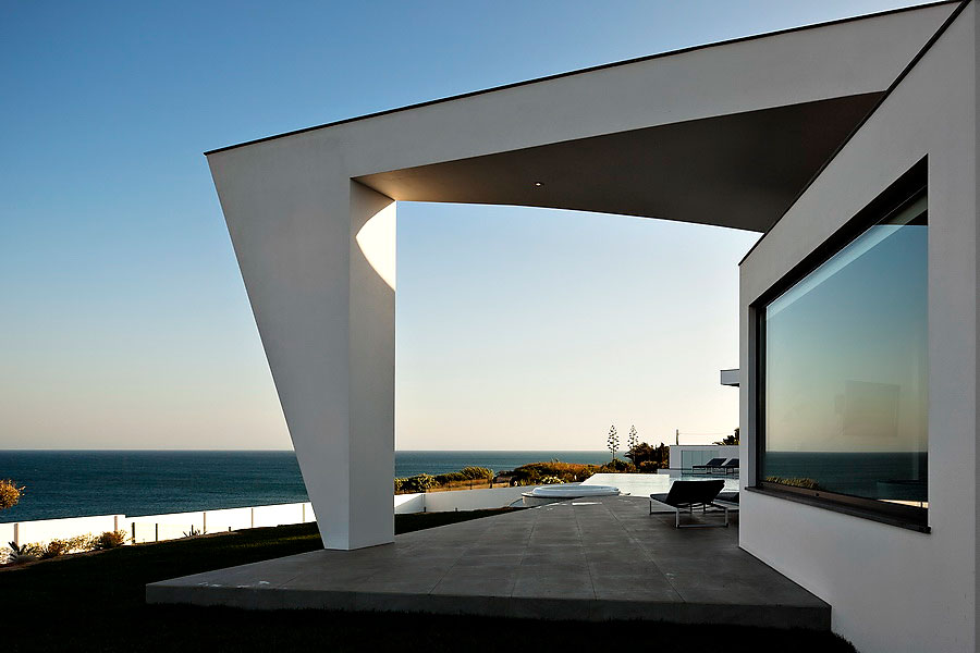 Colunata-House-a-Gorgeous-Contemporary-Residence-in-Spain-25