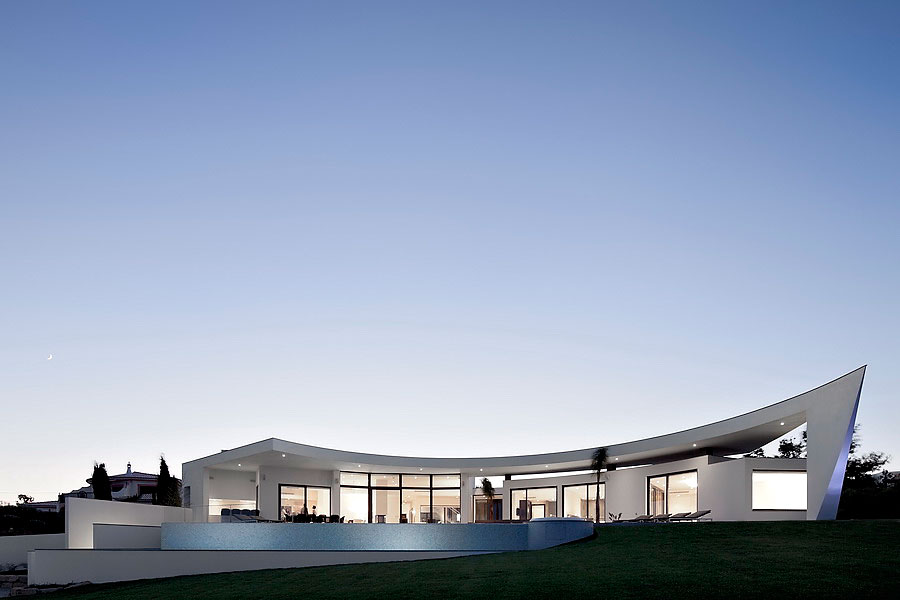 Colunata-House-a-Gorgeous-Contemporary-Residence-in-Spain-28
