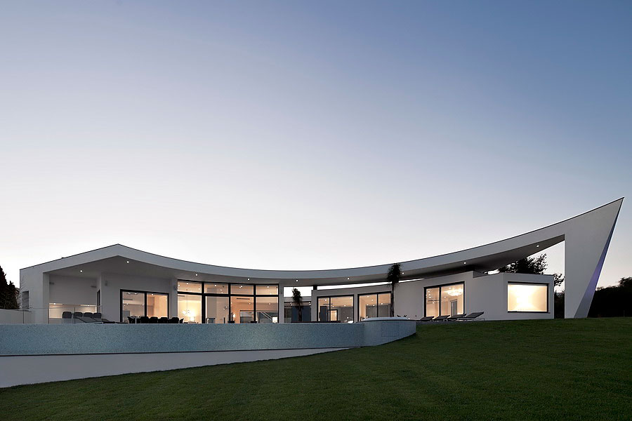 Colunata-House-a-Gorgeous-Contemporary-Residence-in-Spain-30