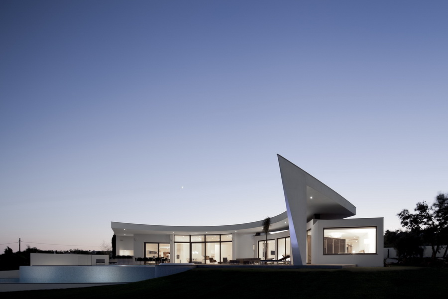 Colunata-House-a-Gorgeous-Contemporary-Residence-in-Spain-31