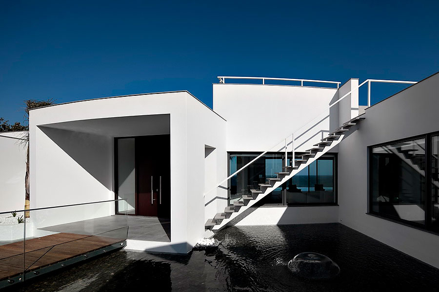 Colunata-House-a-Gorgeous-Contemporary-Residence-in-Spain-4