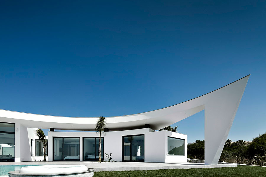 Colunata-House-a-Gorgeous-Contemporary-Residence-in-Spain-7