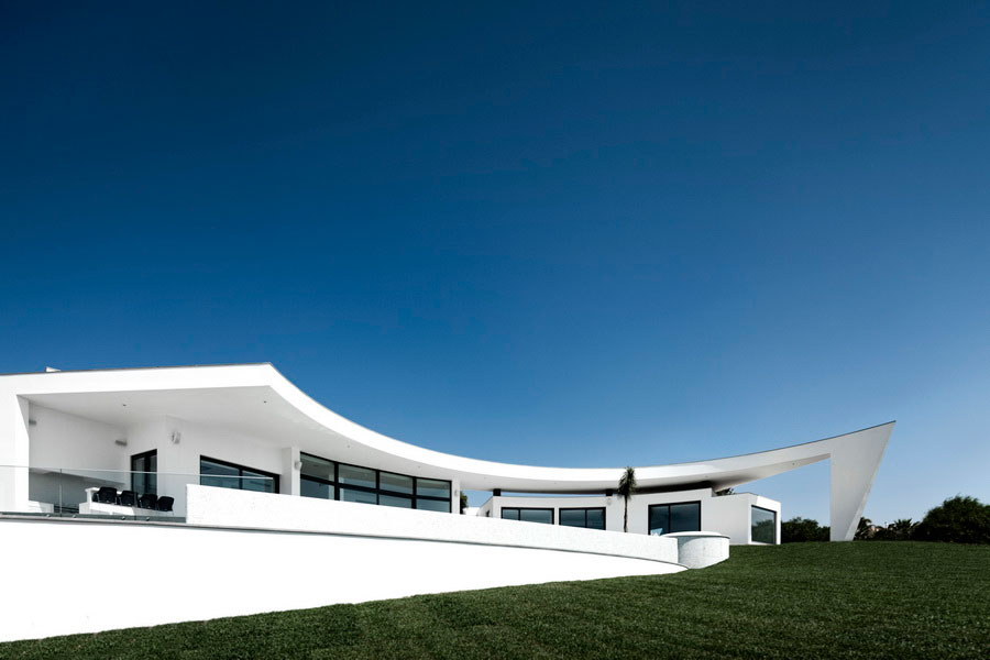 Colunata-House-a-Gorgeous-Contemporary-Residence-in-Spain-8