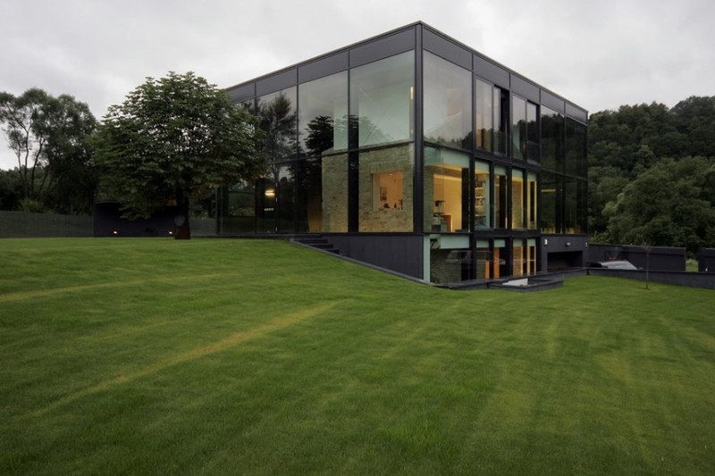 Antique-Old-Building-Wrapped-in-Modern-Glass-House-Box