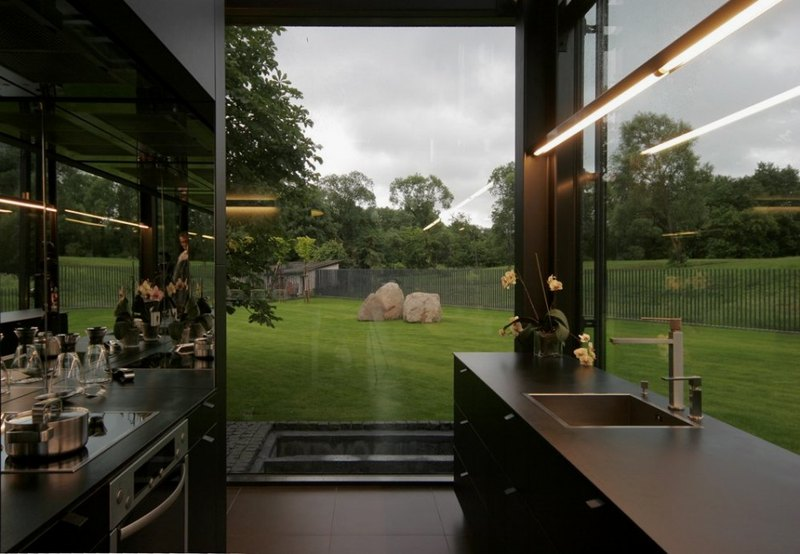 kitchen-of-Antique-Old-Building-Wrapped-in-Modern-Glass-House-Box