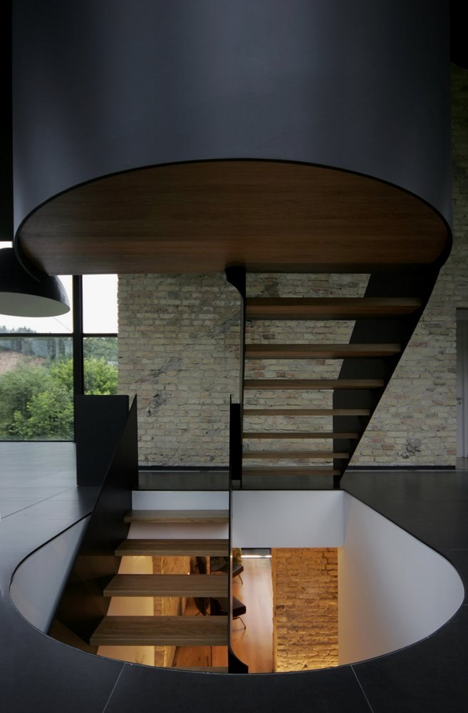 stairs-of-Antique-Old-Building-Wrapped-in-Modern-Glass-House-Box