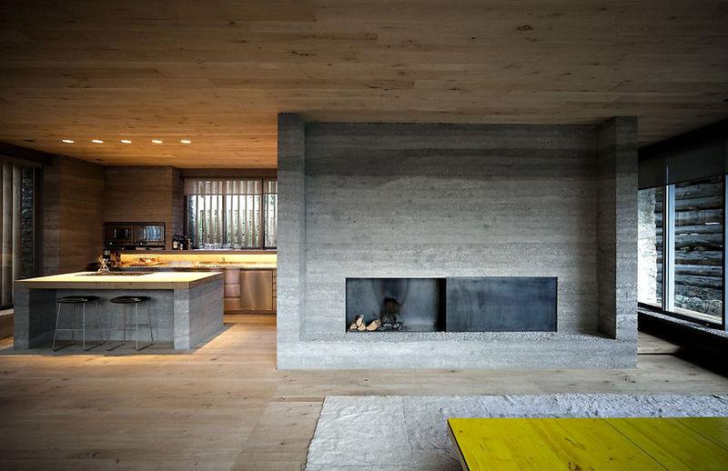 7 oreg_pajta_atalakitasa_haromszintes_modern_csaladi_hazza_nyers_beton_es_fa_kompozicio_11