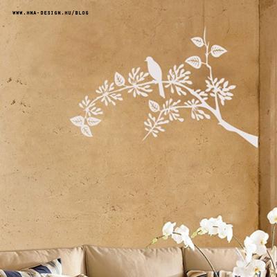 Matricák és rajzolatok a falon